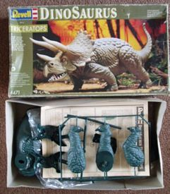 Revell-Germany 1993 hree horned dinosaur box